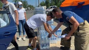 В городе объявлена масштабная акция помощи людям, которые принимают участие в тушении пожара.