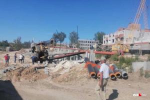 Во время строительства ЖК в Самаре упала сваебойная машина