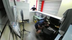 В Тольятти похитили деньги из кассы фотосалона