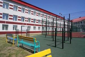 Пришкольный интернат рассчитан на 100 мест. В настоящее время в нем проживают 94 школьника.