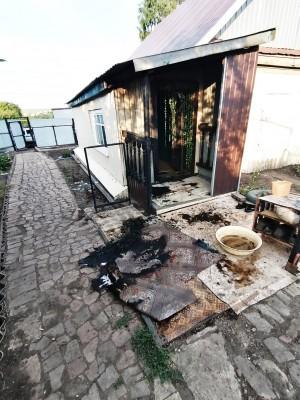 В Самарской области полицейские вынесли мужчину из сильно задымленного дома