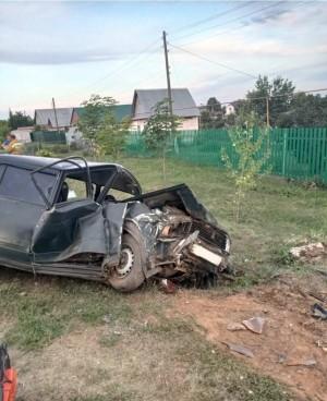 В Самарской области водитель перевернул машину в кювет, трое пострадавших
