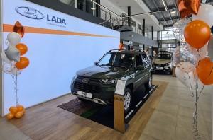 Вместительный шоу-рум площадью 792 кв. м позволяет экспонировать полный модельный ряд автомобилей LADA.