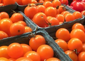 ЖительницаНовосибирсканашла в купленных томатах записку с призывом о помощи.