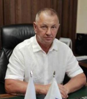 Заявление о досрочном прекращении депутатских полномочий он подал самостоятельно.