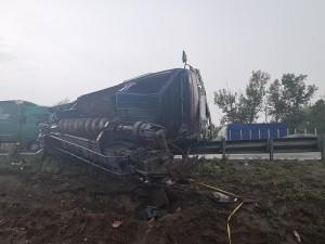 На трассе в Красноярском районе перевернулся большегруз, пострадал водитель