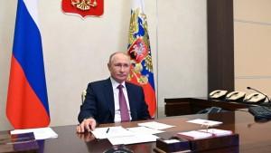 Участники заседания обсудили промежуточные результаты работы по достижению национальных целей развития Российской Федерации и ключевых задачах на период до 2024 года.