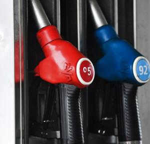 Цена бензина опустится до 20 рублей за литр при определенном курсе валют.