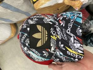 Мобильная группа Самарской таможни выявила крупную партию контрафактной одежды