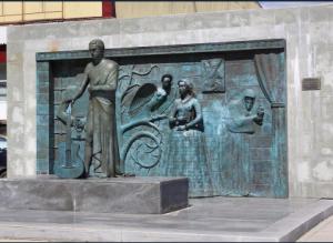 Мемориал памяти поэта дополнится подсветкой, рядом установят лавочки.