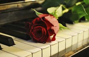 М.А.Р. (Music Art Photo) – так себя называет молодой самарский композитор, художник, который пишет картины не только цветом на холсте, но и звуком – на фортепиано.