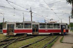 В Постниковом овраге в Самаре трамвай сошел с рельс