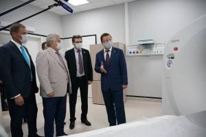 Дмитрий Азаров вместе с Геннадием Котельниковым и Виктором Казаковым проверили оснащение госпиталя и готовность к приему первых пациентов.