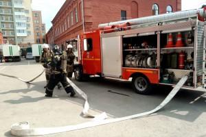 Целью занятий стало обучение личного состава учреждения способам и приемам ведения действий по тушению пожаров в различных условиях и обстановке.