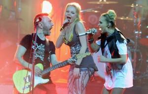По словамадвоката Алисы, причина - исполнение ее песен после ухода певицы из коллектива.