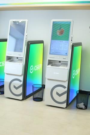 В Самарской области банкоматы Сбербанка принимают пластиковые карты на переработку