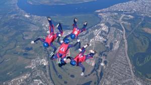 Победители и призеры во всех зачетах чемпионата Вооруженных Сил РФ по парашютному спорту будут определены 30 июля.