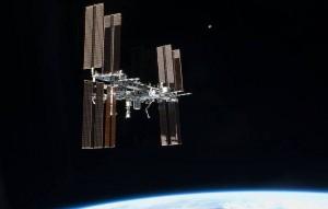 Процесс стыковки контролировали специалисты Центра управления полетами и российские участники экипажа МКС.