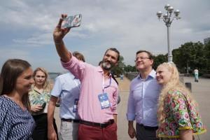 Дмитрий Азаров обсудил с соотечественниками из-за рубежа реализацию международных молодежных проектов.