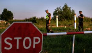 """Лукашенкозаявлял, что страна больше не будет сдерживать нелегальных мигрантов в страны ЕС - из-за санкций Запада уМинскана это нет """"ни денег, ни сил""""."""
