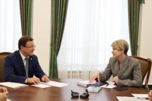 Дмитрий Азаров обсудил с руководителем образовательного центра «Сириус» Еленой Шмелевой вопросы развития науки и образования в регионе.