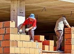 Закончены все монолитные работы, ведется кладка керамических блоков ограждающих конструкций.