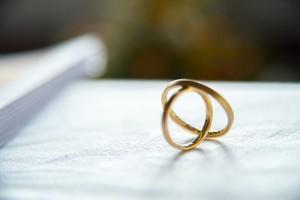 Росстат сообщил о росте количества браков на 47,5%, а разводов - на 21%.