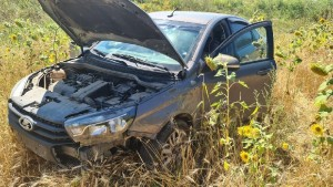 Житель Оренбургской области перевернул машину в кювет в Самарской области