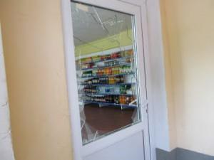 В Исаклинском районе вор ночью утащил из магазина продукты