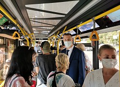 Строгие правила ношения масок в общественном транспорте не только для пассажиров, но и для личного состава.