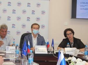 Дмитрий Азаров подписал постановление по выплатам компенсации за вывоз мусора, это коснется в первую очередь владельцев частных домов, проживающих в городах.