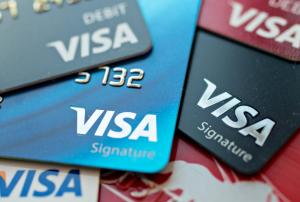 Сервис показывает все сайты, к которым пользователь привязывал свои банковские карты.