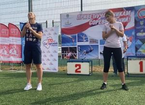 В качестве соведущей знаменитая гандболиста пригласила активистку Всероссийской акции взаимопомощи «Мы вместе» Ирину Долгополову.