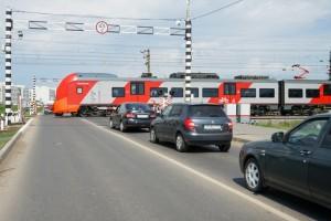 Водителям напомнят о правилах дорожного движения на железнодорожных переездах накануненового делового сезона.