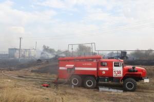 Губернатор Дмитрий Азаров прибыл на место пожара.