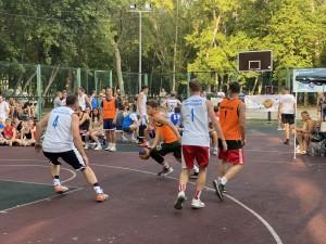 Турнир 3х3 BasketNights – уникальный проект, который дал возможность поклонникам баскетбола заниматься любимым видом спорта в вечернее время, после работы или учебы, проводя время активно и с пользой для здоровья.