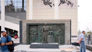 Ко Дворцу спорта в Самаре вернули памятник Высоцкому