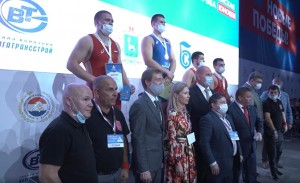 В Самаре состоялсяВсероссийский турнир по греко-римской борьбе среди юношей «Новая Высота» памяти заслуженного строителя РФ Игоря Найвальта.