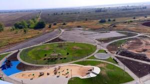 Масштабные работы идут в Южном городе вдоль правого берега реки Подстепновки.
