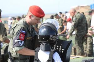 Военная полиция Самарского гарнизона представила на форуме «Армия-2021» нелетальное оружие