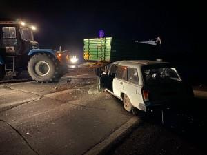Трактор столкнулся с легковушкой в Самарской области, двое пострадавших