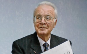 Он известен по работе в различных газетах и на телевидении. Почти 40 лет он писал в газете «Правда».