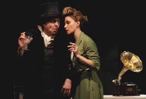 Накануне встречи зрители увидят спектакль «Обещание на рассвете», в котором актриса исполнит одну из главных ролей.
