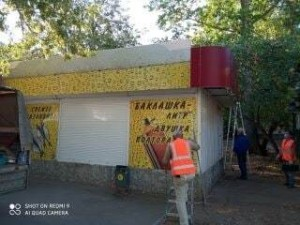 В Толятти начали убирать временные торговые павильоны