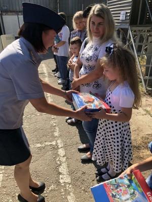 В УФСИН России по Самарской области родителям первоклассников вручили школьные наборы