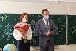 Дмитрий Азаров поздравил первоклассников с Днем знаний на линейке в новой школе на Пятой просеке