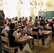 Сейчас строятся второй корпус школы на 850 мест и дошкольное отделение на 75. Они откроются в следующем году.