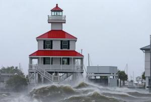 В штатах Нью-Йорк и Нью-Джерси объявили чрезвычайное положение.