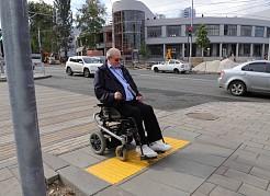 В осмотрепроспекта Масленникова, принял участие председатель общественной организации инвалидов-колясочников «Десница» Евгений Печерских.