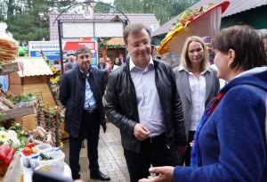 Дмитрий Азаров оценил достижения тружеников села.